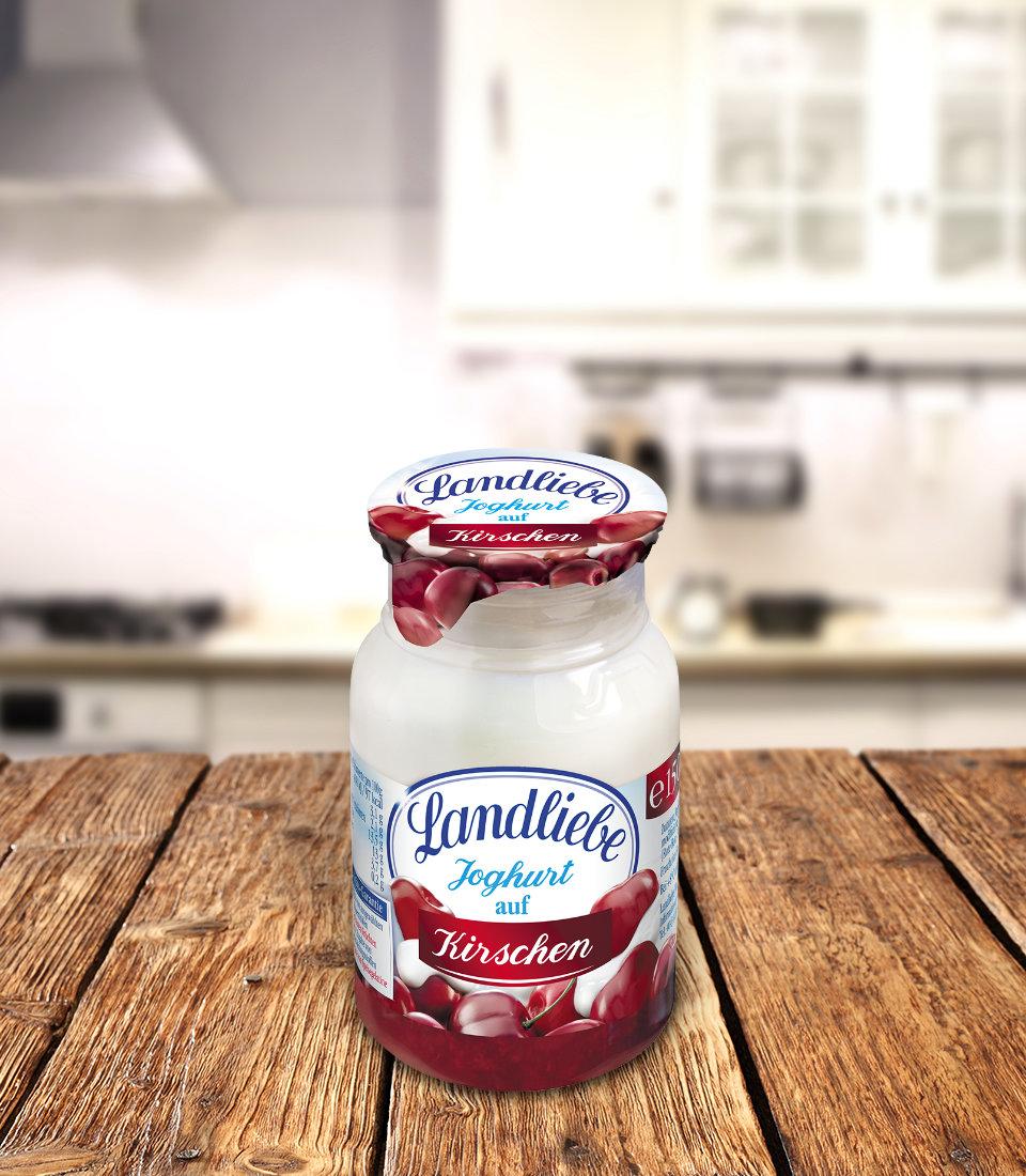 Landliebe Joghurt auf Kirschen